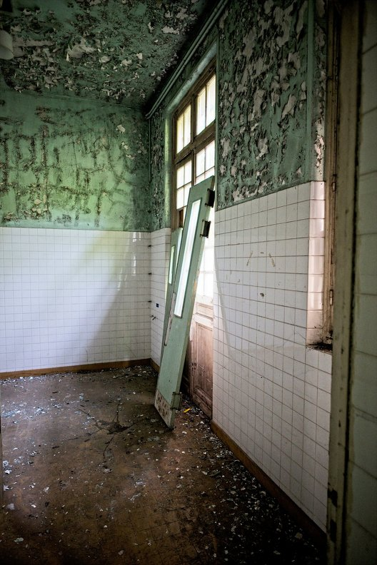 urbex-hospital-hopitaux-nb-photolib-fujiX-photonoxx-14mm_f2.8_DSF6186_lzn.jpg