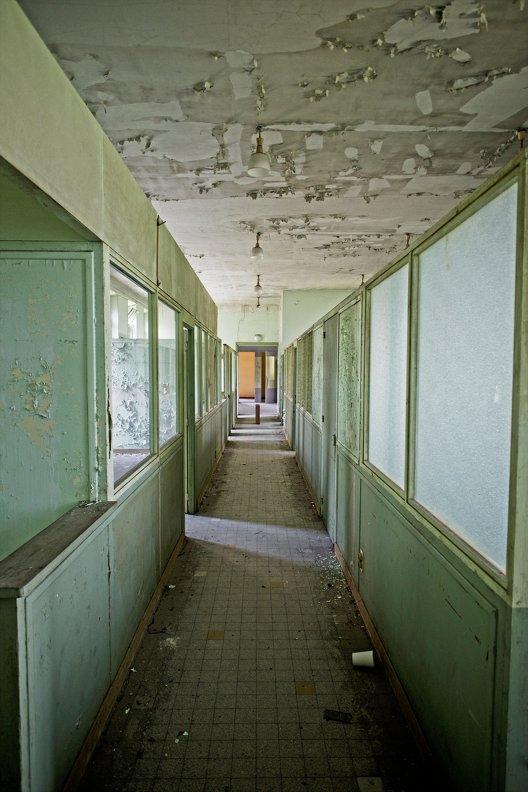 urbex-hospital-hopitaux-nb-photolib-fujiX-photonoxx-14mm_f2.8_DSF6188_lzn.jpg
