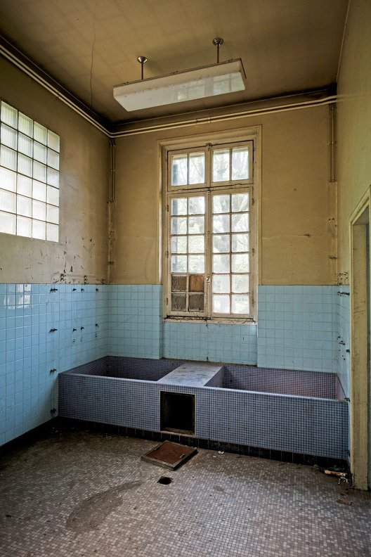 urbex-hospital-hopitaux-nb-photolib-fujiX-photonoxx-14mm_f2.8_DSF6201_lzn.jpg