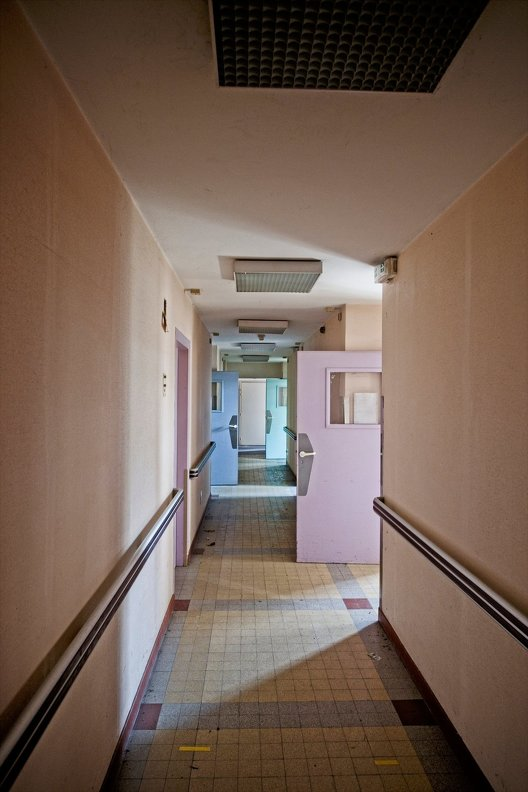 urbex-hospital-hopitaux-nb-photolib-fujiX-photonoxx-14mm_f4.0_DSF6245_lzn.jpg