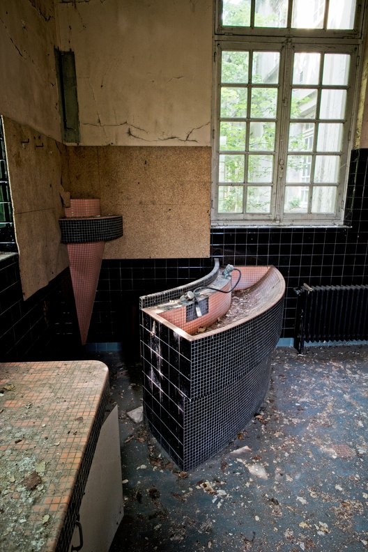 urbex-hospital-hopitaux-nb-photolib-fujiX-photonoxx-14mm_f4.0_DSF6280_lzn.jpg
