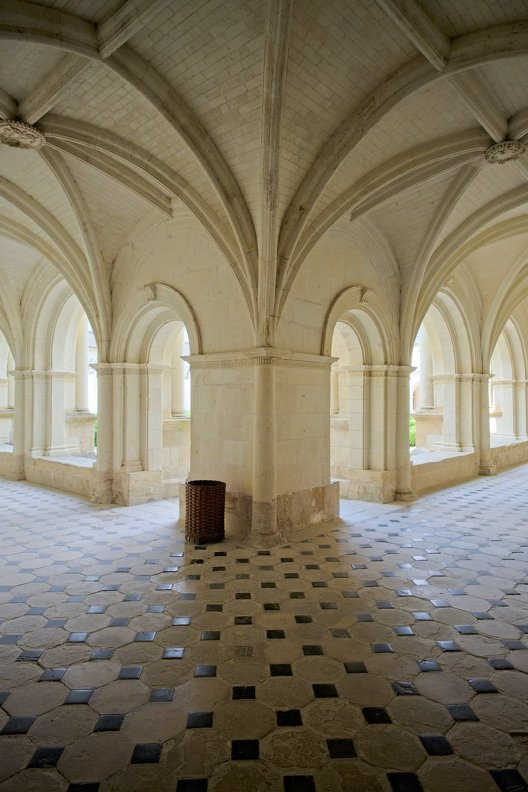 france-abbaye-Fontevraud-Touraine-nb-photolib-FUJIFILM_X-E2-photonoxx-_14mm_f2.8_DSF7085_lzn.jpg